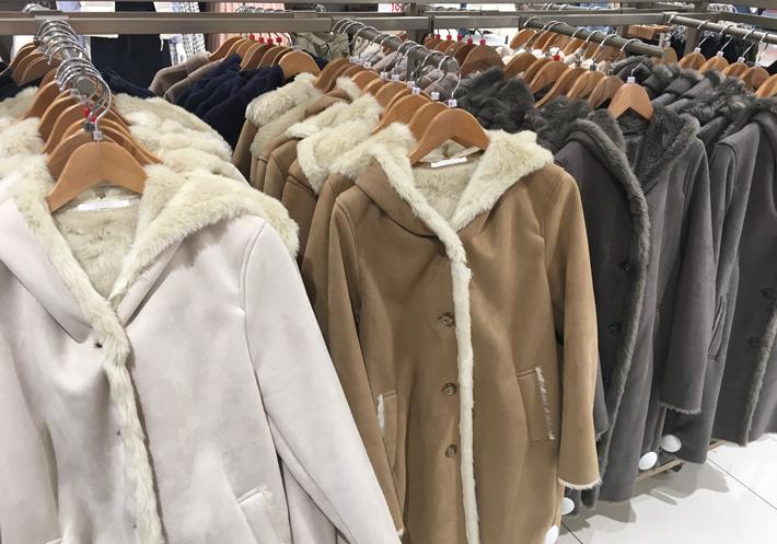 麂皮绒复合毛绒大衣展示