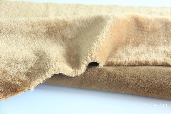 麂皮绒复合羊剪绒,绒毛手感柔软,厚实