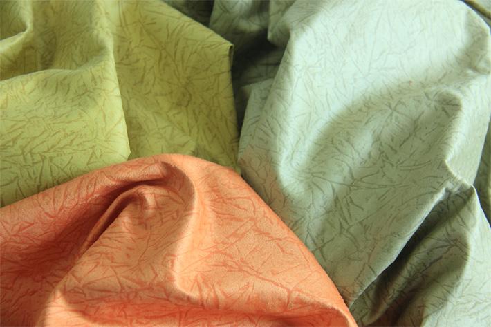 压胶麂皮绒,树叉裂纹花型,花型清晰,风格独特。