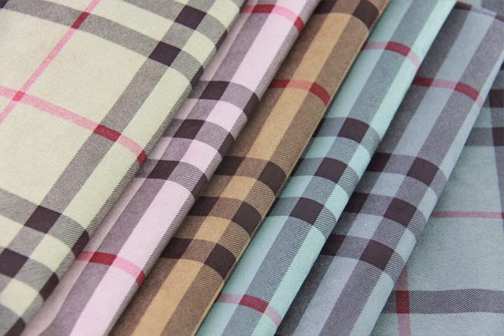 空气层麂皮绒底布,手感柔软,悬垂性好,环保印花