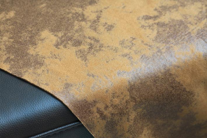 面料覆盖在沙发上效果