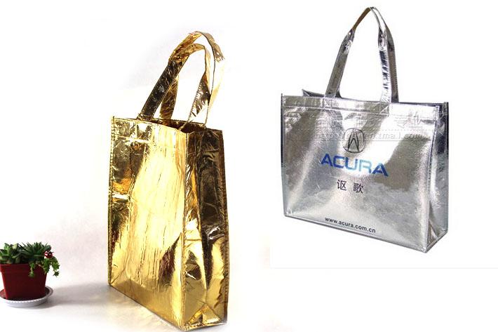 经编麂皮绒烫银做成的购物袋成品展示