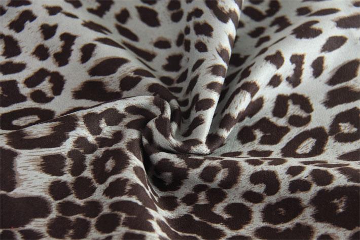 米色印花豹纹麂皮绒