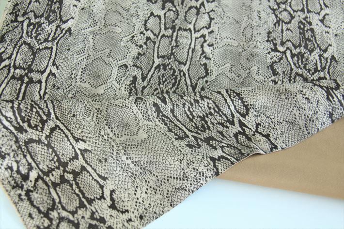 手感柔软的蛇皮纹麂皮绒