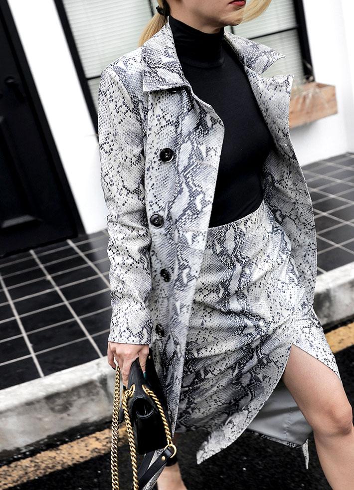 蛇皮纹麂皮绒外套半身裙模特展示