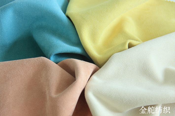 针织斜纹麂皮绒绒面效果,属于细斜纹。
