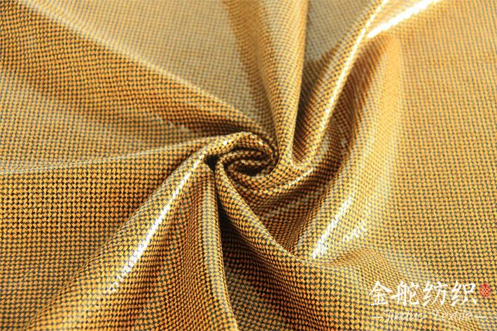 空气层麂皮绒烫金印花,花型细节图